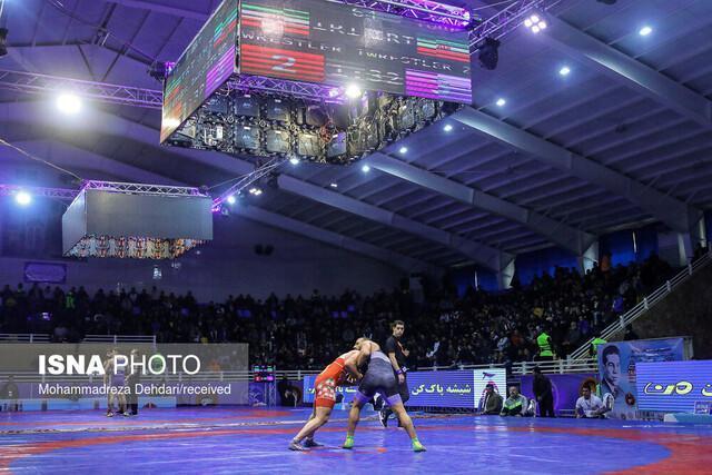 حضور استاندار فارس و قهرمانان المپیک در سالن کشتی فرنگی جام تختی