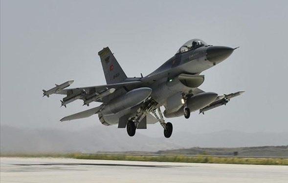 نیرو های هوایی و دریایی ترکیه در دریای مدیترانه رزمایش نظامی برگزار کردند