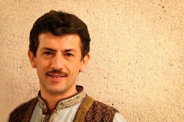 نذر حدود 200 جلد کتاب توسط بازیگر تئاتر در اصفهان