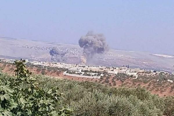 بمباران مواضع تروریست ها در ادلب توسط جنگنده های روسیه