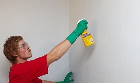 پاک کردن لکه های مختلف از روی دیوار