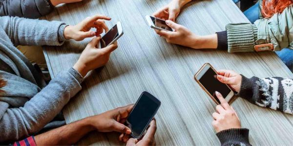 فناوری های ارتباطی سلامت روان را به خطر می اندازند؟